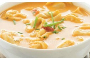 Cheesy tortellini soup featured