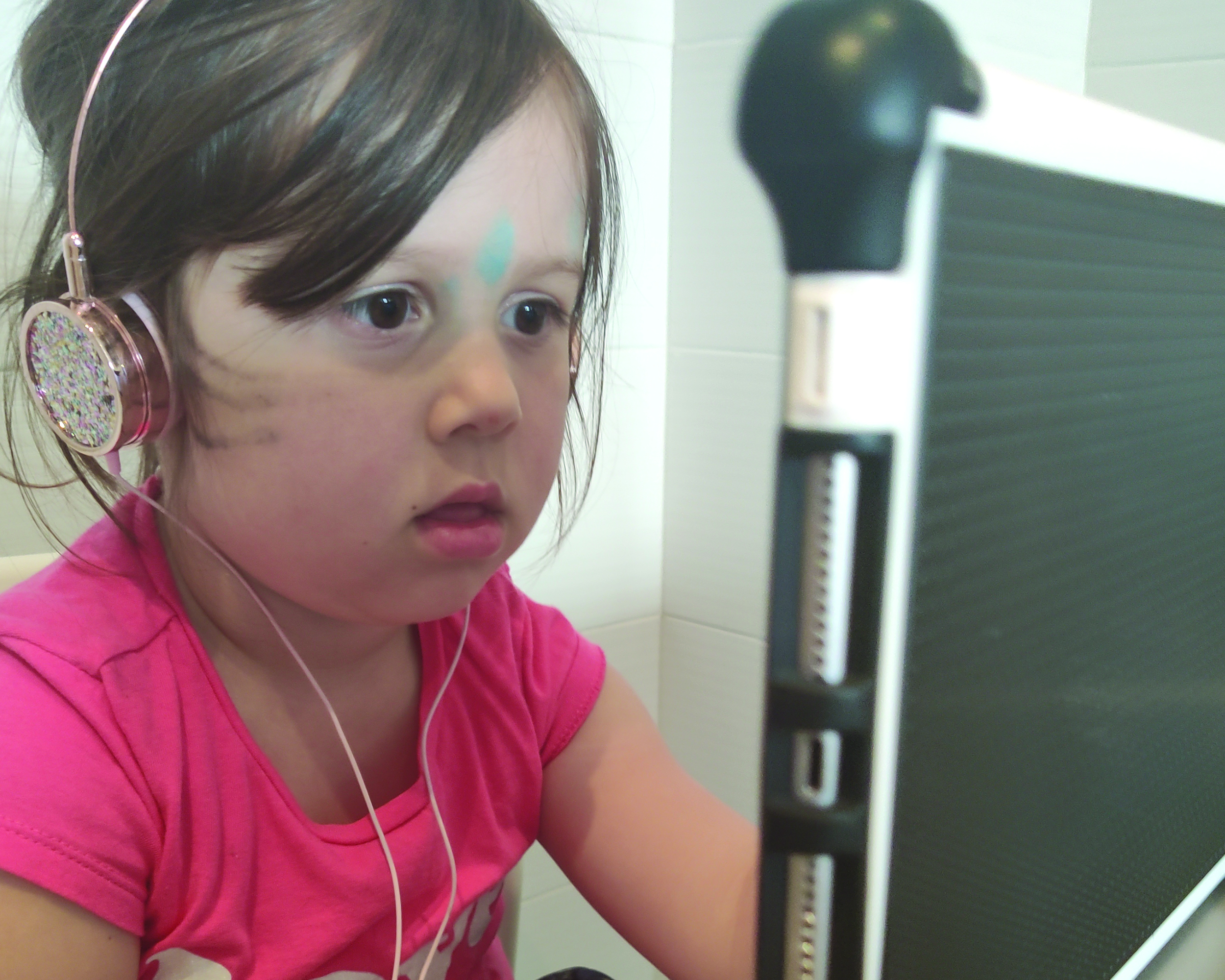 A four-year-old child doing virtual learning