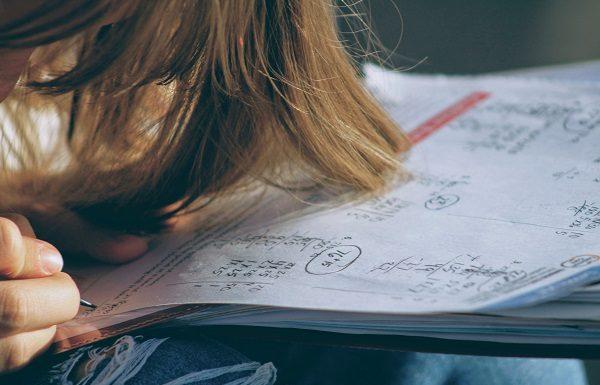 A student frustrated: feeling like she is failing virtual school