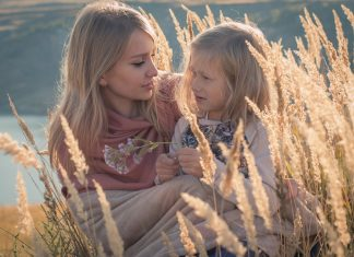 A mother and daughter: find the good